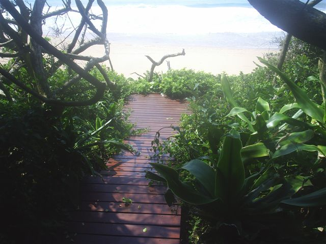 VILLA ISABELLA-DECK PATH TO BEACH
